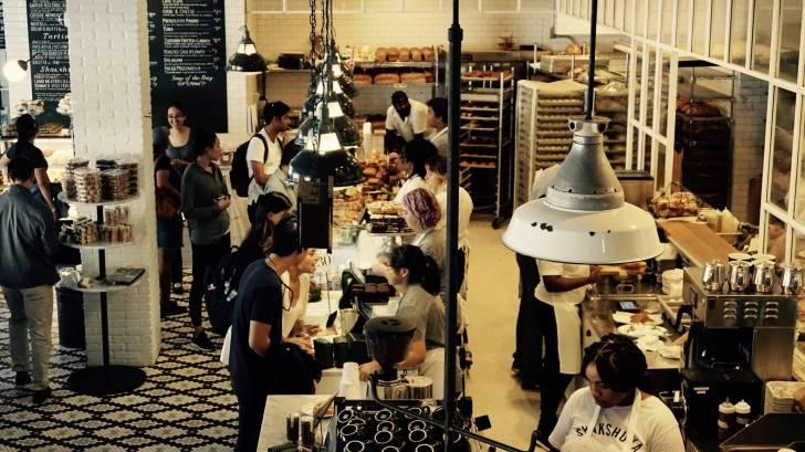 cafe line for food